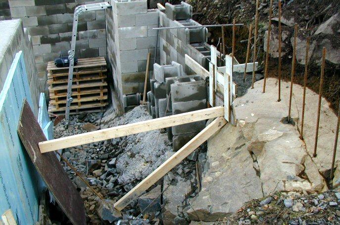 Bygge støttemur på fjell