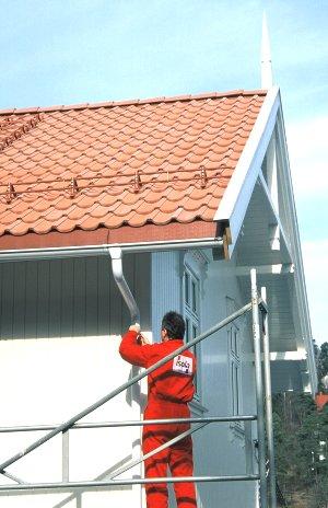 Montering av takrenner isola