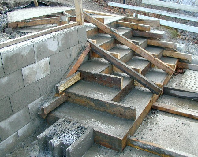 Støpe trapp inne